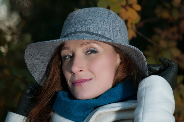 žena, podzimní oblečení, petrolejová šála