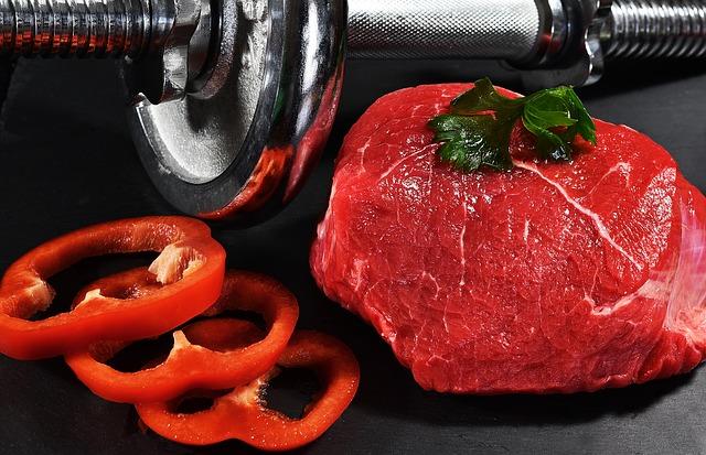 maso, zelenina, činky
