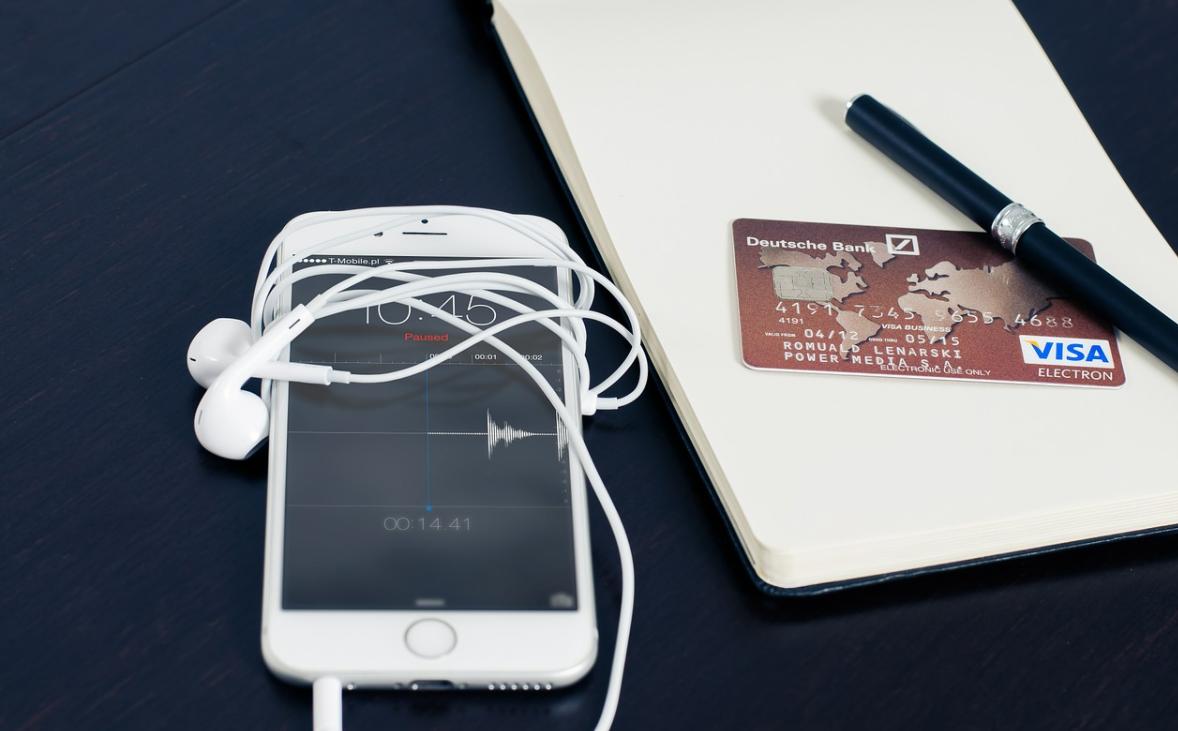 mobilní telefon a karta